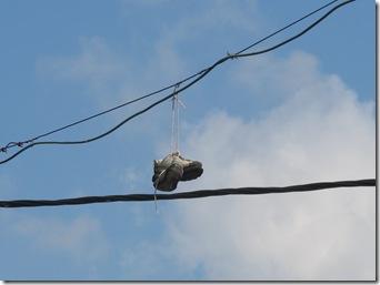 נעל על חוט חשמל