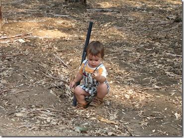 תינוק נהנה בפארק (2)