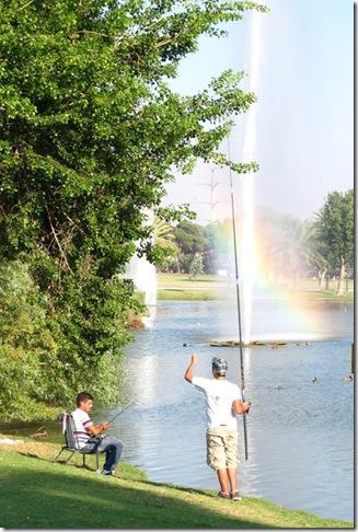 קשת ודייגים בפארק