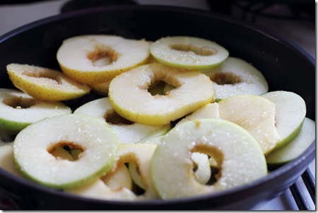 פרוסות תפוחי עץ במבחת