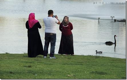 _MG_0097 משפחה ערבית מצלמים בפארק